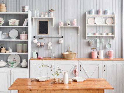 cozinha veranil em tons claros