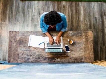 Fazer currículo online? Saiba como o pode fazer