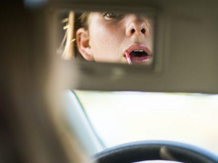6 coisas estranhas que fazemos a conduzir