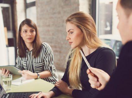 Como ultrapassar um ambiente hostil no trabalho: 6 dicas
