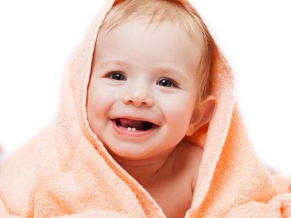 Primeiros dentes do bebé: tudo o que precisa de saber