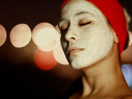 Como fazer uma limpeza de pele caseira