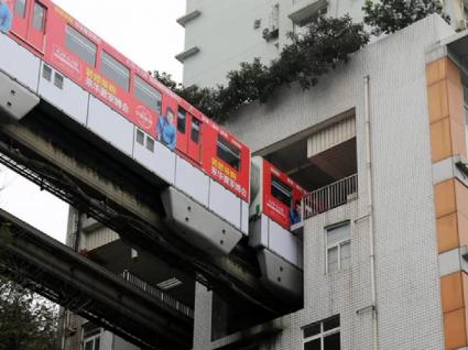 Na China há um comboio que atravessa apartamentos