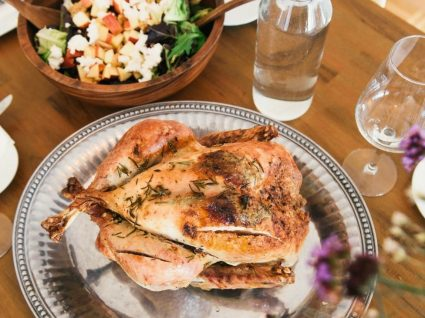 4 pratos portugueses com frango que não vai querer parar de fazer