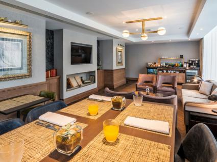 Crowne Plaza inaugura Club Lounge com requinte e elegância
