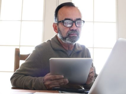 Discriminação por idade nos anúncios de emprego