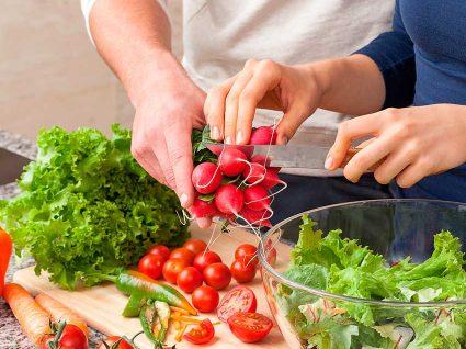 Dividir tarefas domésticas melhora a vida sexual, diz estudo