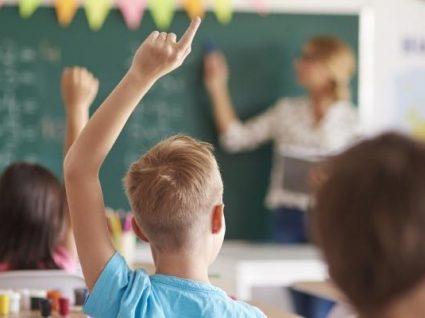 Professores fazem greve parcial no último mês do primeiro período