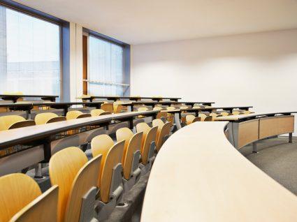 auditório de universidade vazio a representar ects