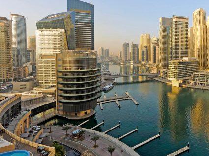 """Emirados Árabes têm emprego """"para dar e vender"""""""