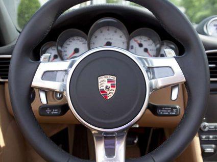 Empregados da Porsche vão receber bónus de 9000€