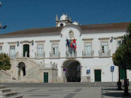 Há emprego na Câmara Municipal de Campo Maior
