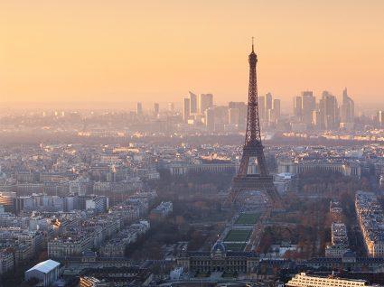 Há emprego em Paris para quem fala português