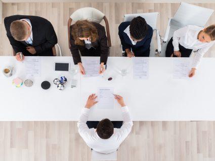 Tímido? 12 dicas para sobreviver a uma entrevista de emprego
