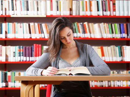 6 vantagens de estudar em bibliotecas