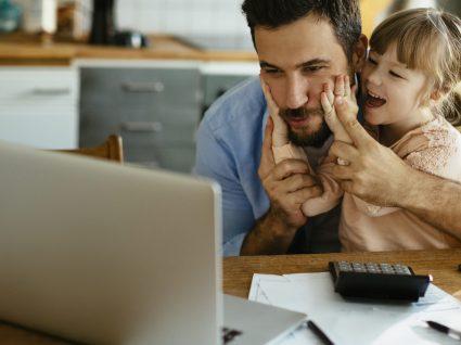 Pais que trabalham em casa: 5 dicas de organização