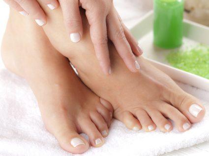 5 truques para combater o odor nos pés