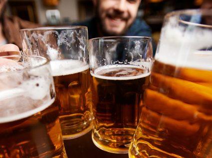 Uma cerveja com todos os amigos do Facebook? Check