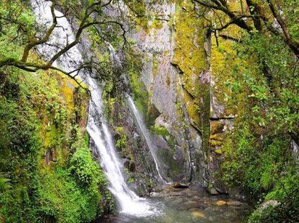 Fraga da Pena: uma cascata para retemperar corpo e alma