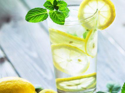 Beber água com limão: sim ou não?