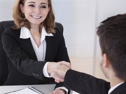 Funcionários voltam a ser contratados por empresas que os despediram