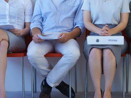 7 Gestos que não deve fazer numa entrevista de emprego