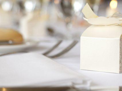 Quanto oferecer aos noivos num casamento?