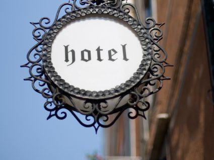 Os maiores grupos hoteleiros do país estão a recrutar