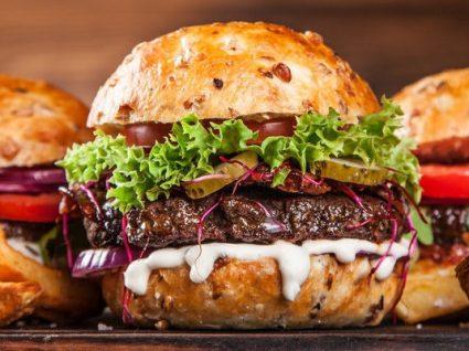 Receita de hambúrguer gourmet que vai ter de experimentar