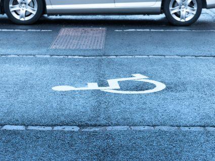 Estacionar em lugar para deficientes: consequências agravaram-se