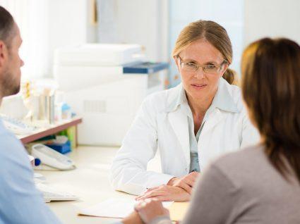 Registo oncológico com nome, sexo, morada e profissão do doente