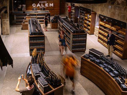 O novo museu da Cálem é um verdadeiro Douro vinhateiro