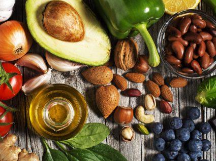 10 alimentos saciantes que o vão ajudar a comer menos e perder peso