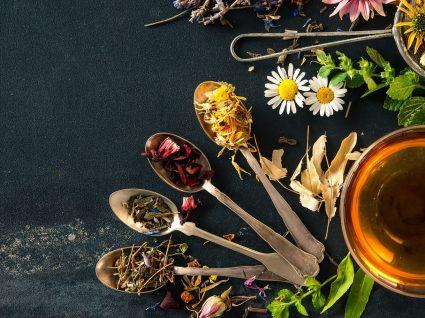 Chá de valeriana: conheça benefícios, preços e como preparar