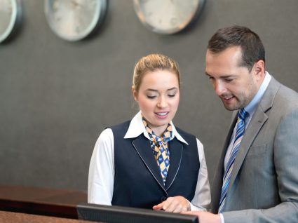 Rececionista de hotel: uma profissão com futuro