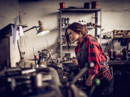 Mulheres continuam a trabalhar mais por salário igual ao dos homens