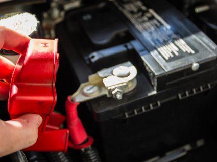 Saiba como trocar a bateria do carro em casa
