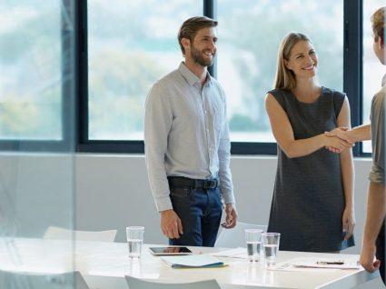 Como se comportar numa entrevista de emprego: antes, durante e depois