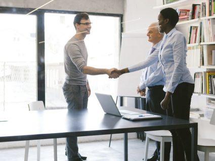Primeira entrevista de emprego? 7 dicas essenciais