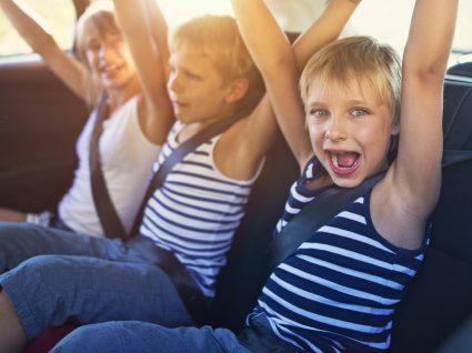 5 jogos para entreter as crianças nas viagens de carro