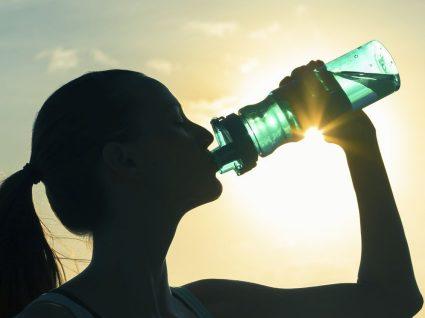 Sabe com que frequência deve lavar a garrafa de água?