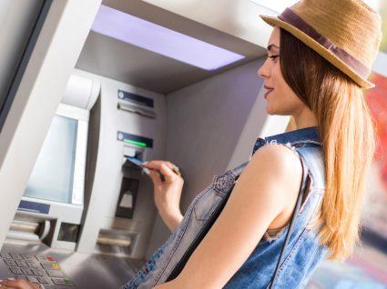 Levantar dinheiro no estrangeiro: 6 coisas a saber