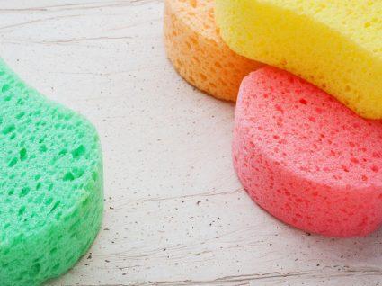Como limpar a esponja de cozinha?