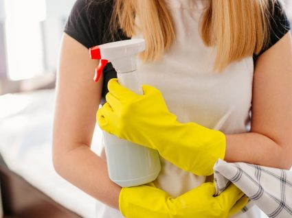 Descubra 7 coisas que está a fazer mal ao limpar a casa de banho