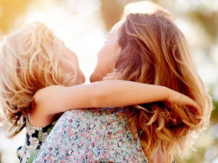 Estudo: abraçar faz bem à saúde física e emocional