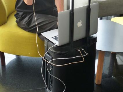 A melhor mala do mundo é também um escritório