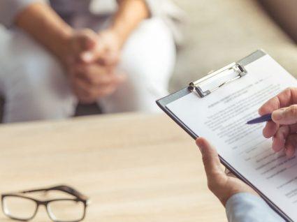 Psicose: fatores de risco, sintomas e tratamento