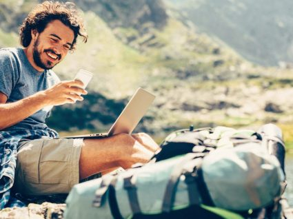 7 gadgets tecnológicos essenciais para viajantes