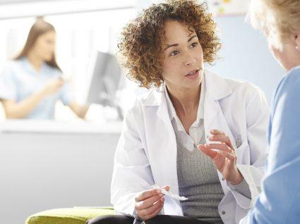 Médicos devem justificar quando idosos tomam mais de 5 medicamentos