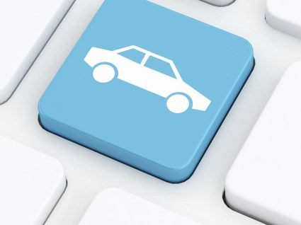 ícone de um carro na tecla enter do computador